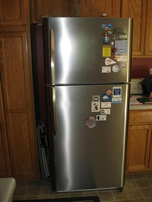 Frigidaire Gallery Stainless Top Freezer FGTR2045QF (20.4 cu ft)