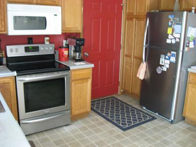 See how the stainless color of the fridge and stove are close enough to match?