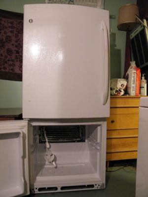White GE Bottom Freezer Refrigerator model gbrc0gaxarww